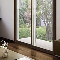 一戸建ての二重窓でもお部屋の調度品に合わせて、窓枠の色を選べます
